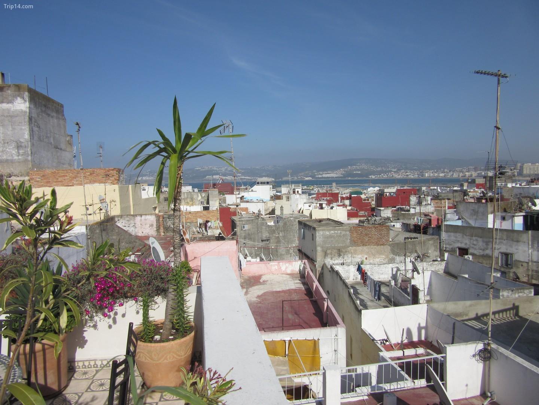 Thành phố Tangier của Ma-rốc chỉ cách Tarifa nửa giờ đi phà    