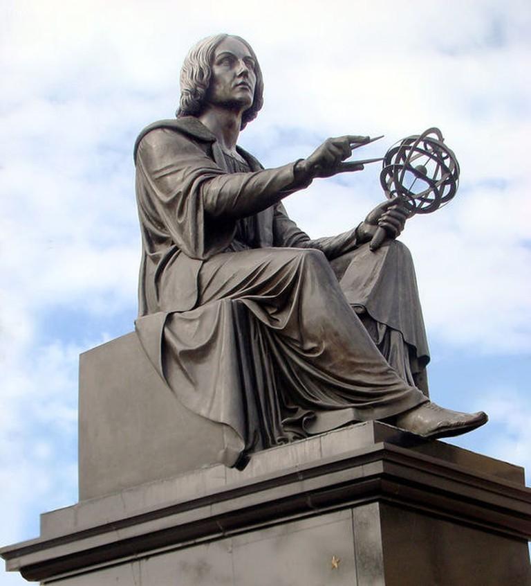 Tượng Nicolaus Copernicus ở Warszawa, Ba Lan