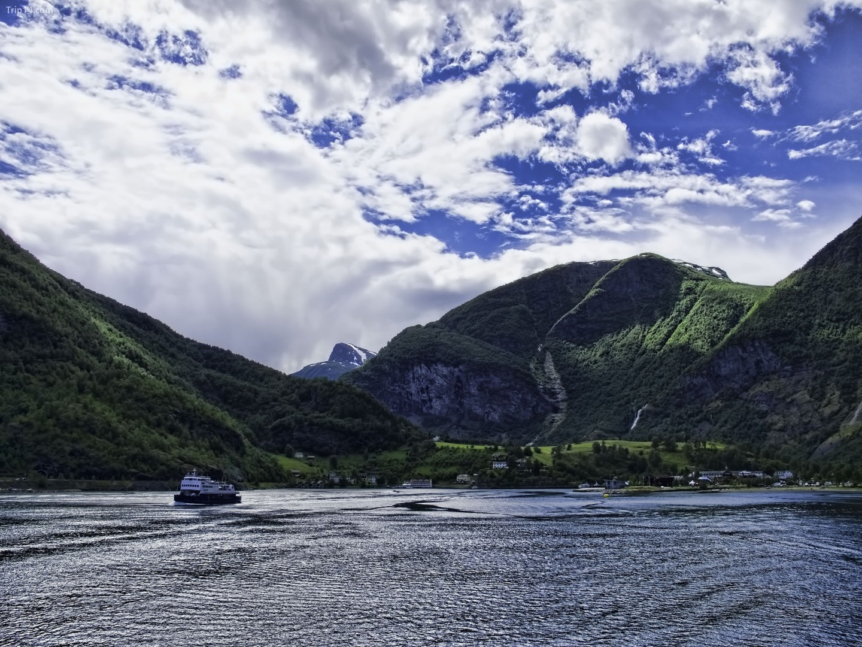 Du ngoạn đầu của Aurlandsfjord, gần Flåm   |