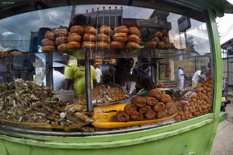 đồ ăn vặt bên đường ở Sri Lanka