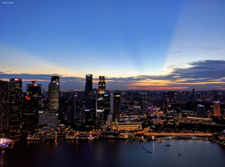 Khung cảnh đường chân trời của Singapore khi hoàng hôn   |