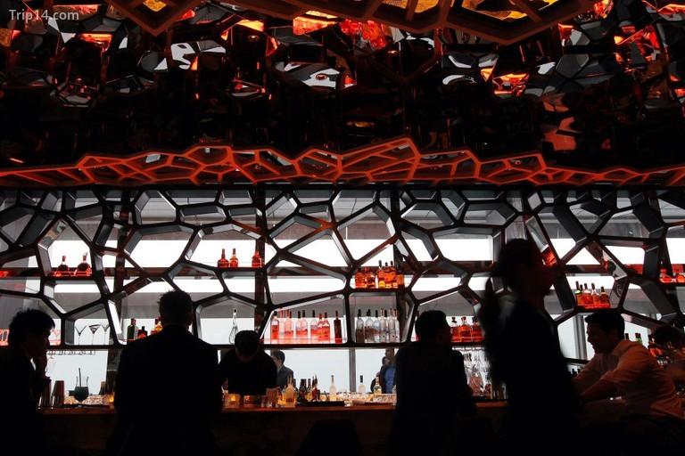 Nội thất của quán bar trên sân thượng OZONE tại Ritz-Carlton ở Trung tâm thương mại quốc tế, West Kowloon. - Trip14.com