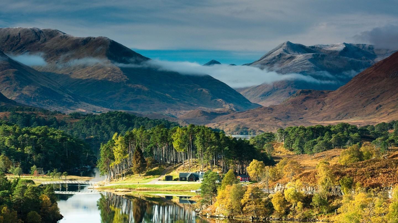 Glen Affric, ở Scotland, là một trong những khu rừng đẹp nhất Vương quốc Anh, đặc biệt là vào mùa thu