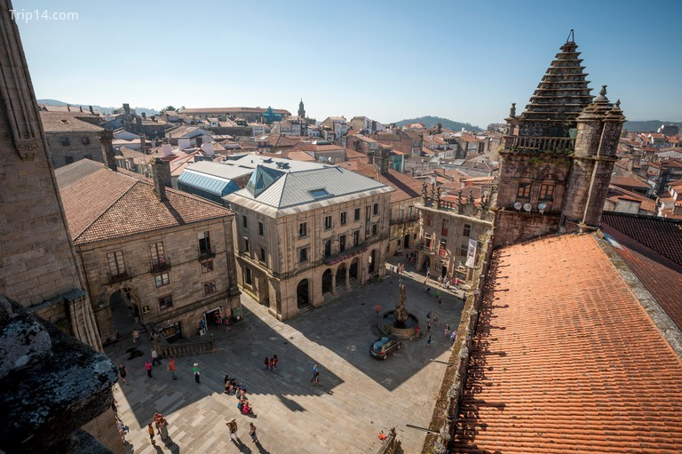 Khung cảnh nhìn từ trên mái của nhà thờ nổi tiếng ở Santiago de Compostela