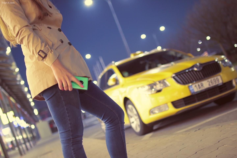Hãy tiết kiệm cho mình mọi rắc rối có thể xảy ra và thay vào đó hãy đặt một chiếc taxi thông thường    