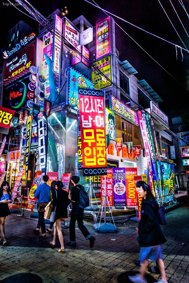 Hongdae là trung tâm giải trí về đêm chính của Seoul
