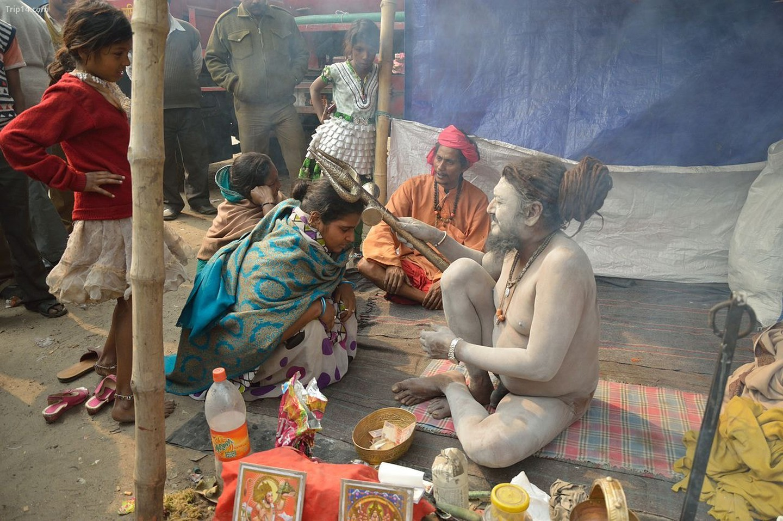 Naga Sanyasis of the Kumbh thuộc về một truyền thống tu viện cổ xưa được gọi là Dashanami Sanyasi   |