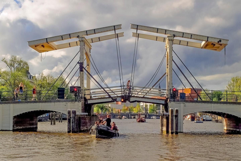 Cầu Gầy (Magere Brug trong tiếng Hà Lan)