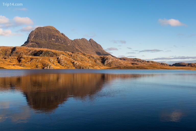 Suilven một ngọn núi có hình dáng kỳ diệu ở Sutherland, Cao nguyên Tây Bắc Scotland