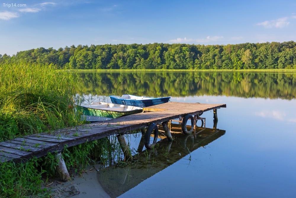 Thuyền đánh cá trên hồ masurian ở Ba Lan | © Patryk Kosmider / Shutterstock - Trip14.com
