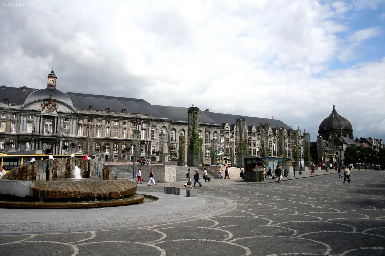 Liège's Place de Sint-Lambert, ẩn bên dưới một bảo tàng khảo cổ học   |