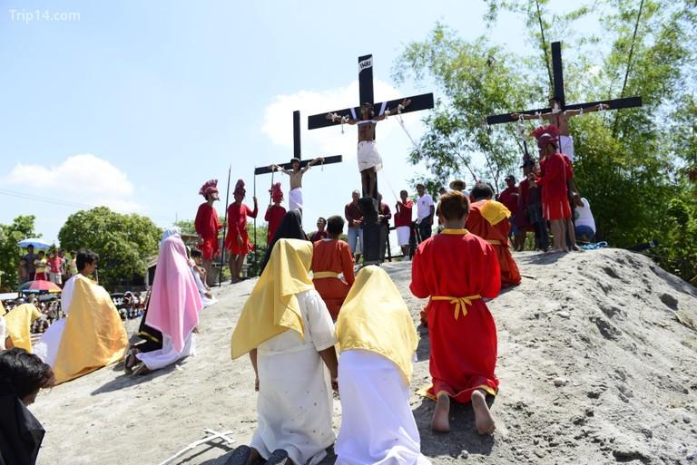 Nghi lễ tái hiện đóng đinh vào Thứ Sáu Tuần Thánh (Good Friday) hàng năm ở Pampanga