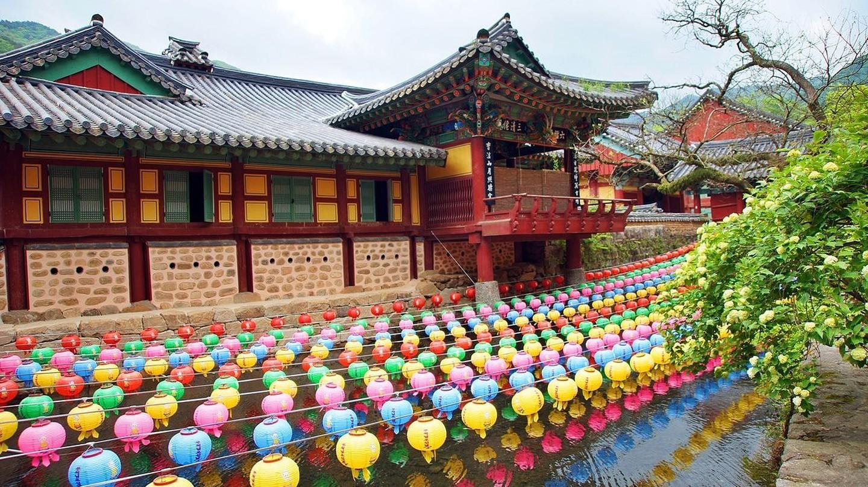 Đèn lồng màu ở chùa Songgwangsa