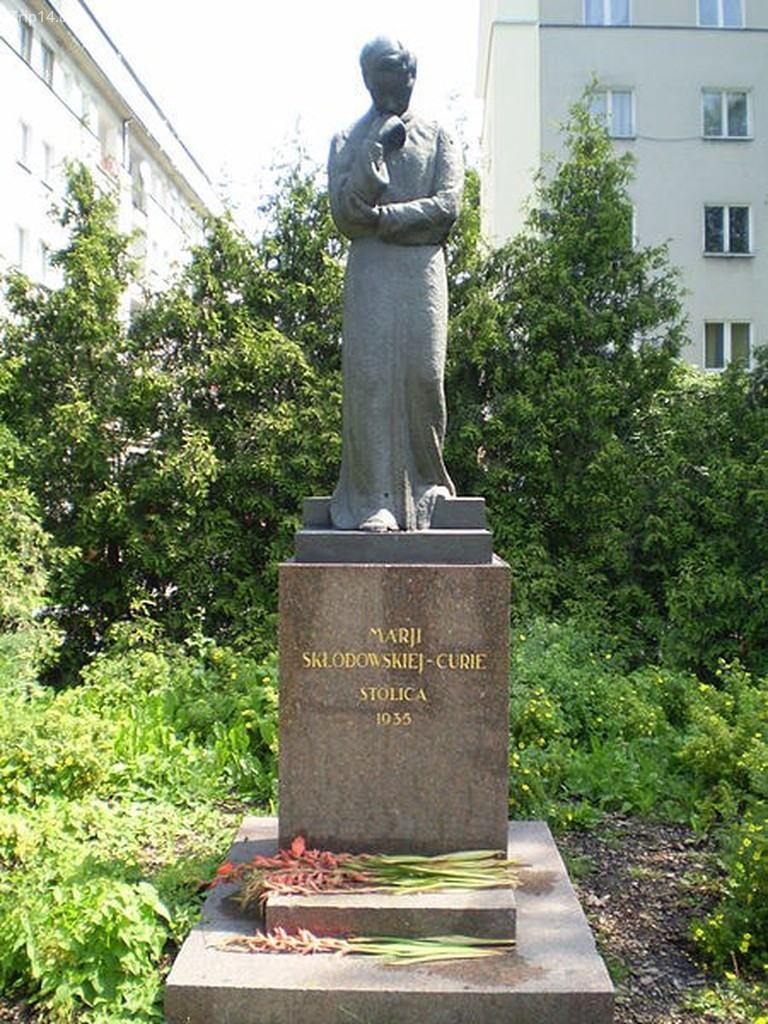 Tượng Maria Skłodowska (Curie) ở Warsaw, Ba Lan