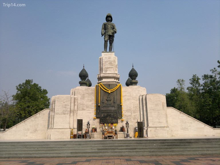 Tượng vua Rama VI