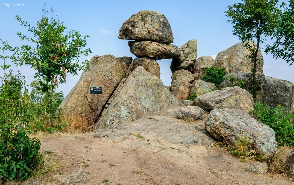 Megalith Buzovgrad - Trip14.com