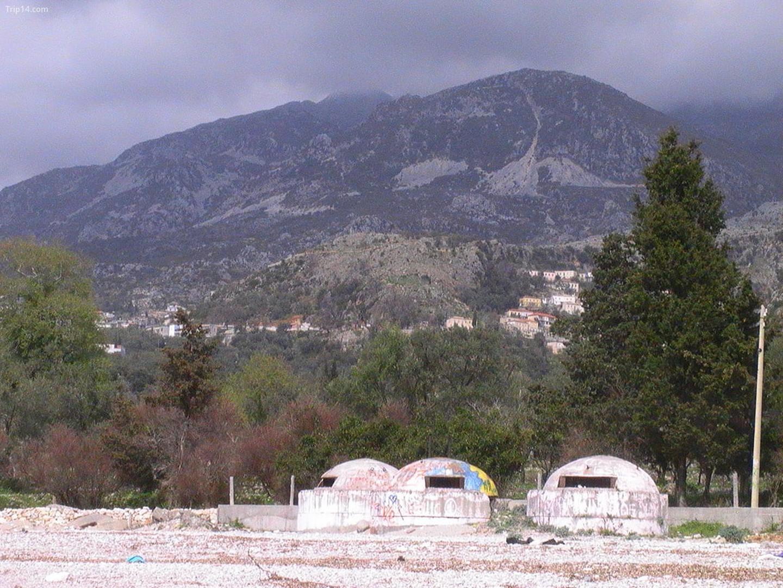 Các boongke ở Albanian Riviera   |