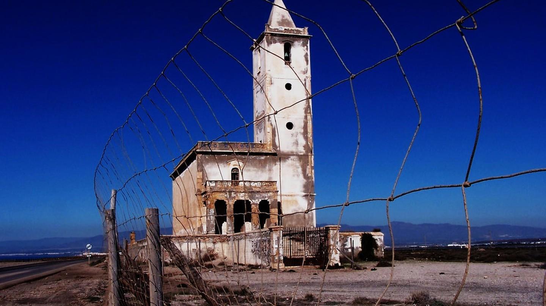 Một nhà thờ bỏ hoang trong Công viên Tự nhiên Cabo de Gata của Almeria    © Miguel Ángel Niebla / flickr