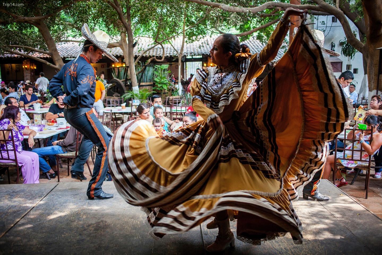 Jarabe Tapatío được biết đến nhiều nhất trong tất cả các điệu múa truyền thống của Mexico