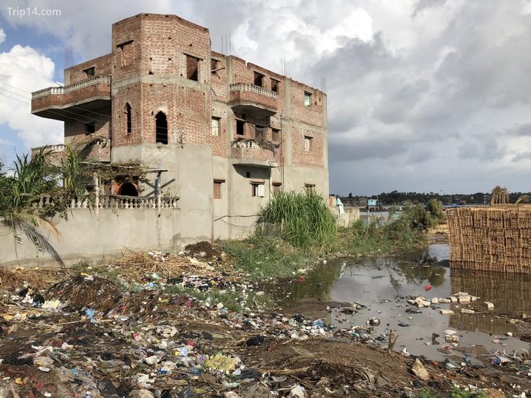 Alex Crawford và nhóm của cô kiểm tra hiệu ứng kích thích của nhựa sử dụng một lần đối với hàng triệu người và động vật hoang dã sống dựa vào sông Nile để sinh tồn | © Sky UK Limited