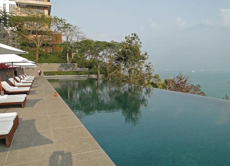 Hồ bơi tại khách sạn Lalu © Bernard Gagnon / Wikimedia