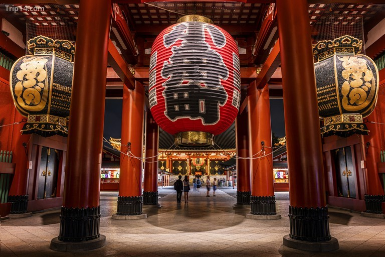 Đèn lồng đỏ khổng lồ của chùa Sensoji Asakusa ở Tokyo, Nhật Bản