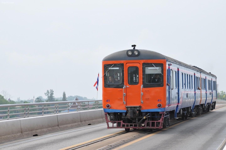Chuyến tàu Thái Lan - Lào trên Cầu Hữu nghị   |