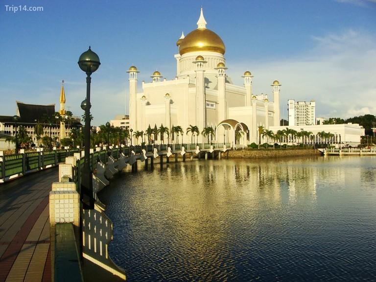 Nhà thờ Hồi giáo Sultan Omar Ali Saifudding, Bandar Seri Begawan, Brunei - Trip14.com
