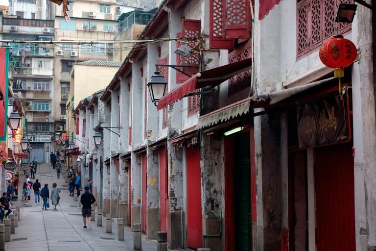Rua da Felicidade có phong cách kiến trúc độc đáo lấy cảm hứng từ di sản Bồ Đào Nha và Trung Quốc trong khu vực | © Olga Kolos / Alamy Kho ảnh