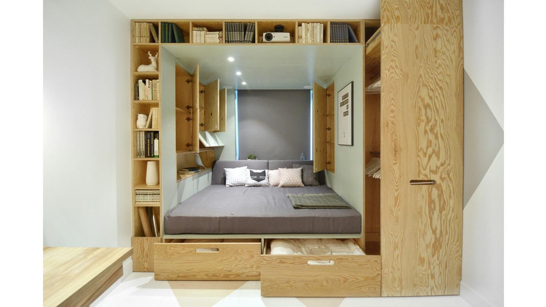 Hộp giường thông minh này của INT2 Architecture giúp tiết kiệm không gian trong căn hộ chật hẹp ở Moscow này