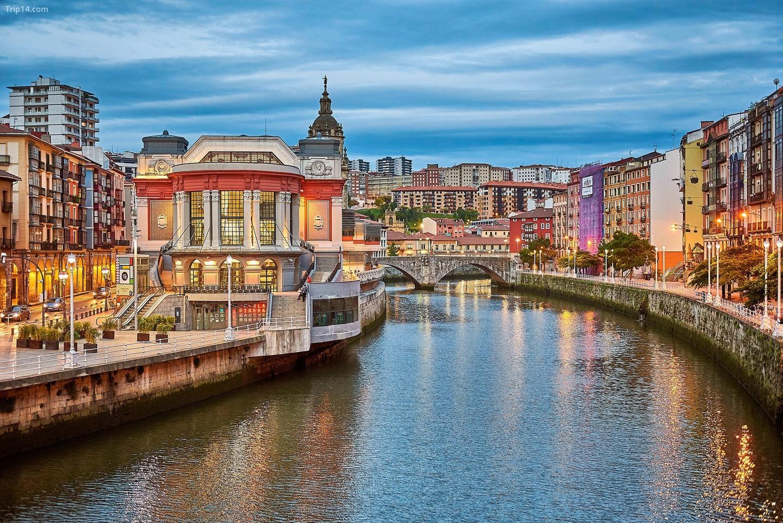 Mỗi quận của Bilbao đều có phong cách riêng