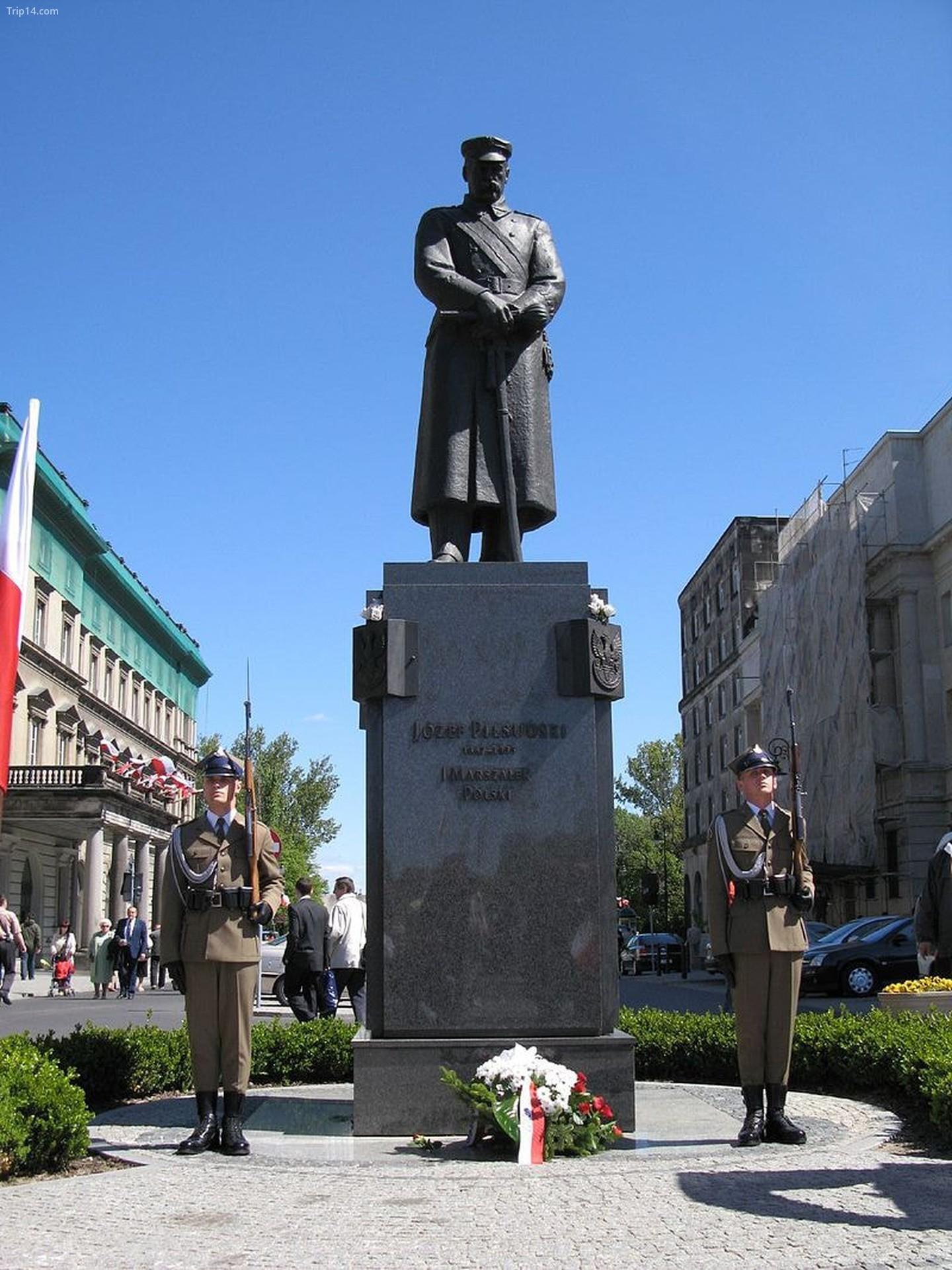 Tượng Józef Piłsudski