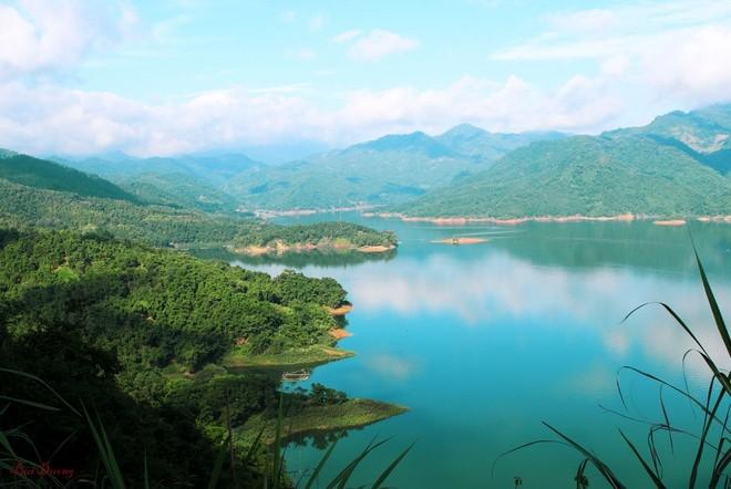 Khám phá hồ Ba Khan - thiên đường xanh