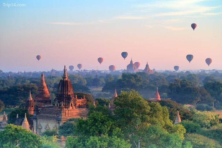 Khinh khí cầu trên những ngôi chùa trong ánh bình minh tại Bagan, Myanmar - Trip14.com