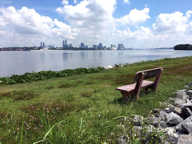 Công viên Hồ chứa Kranji nhìn ra eo biển Johor   |