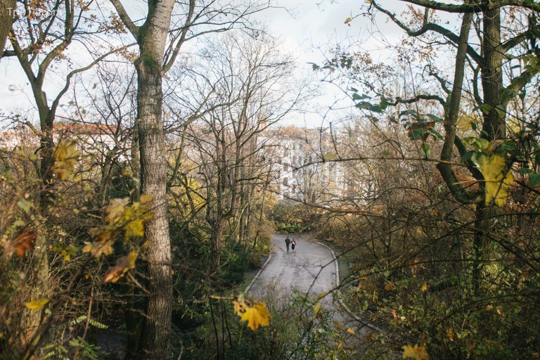 Viktoriapark còn có một thác nước nhân tạo