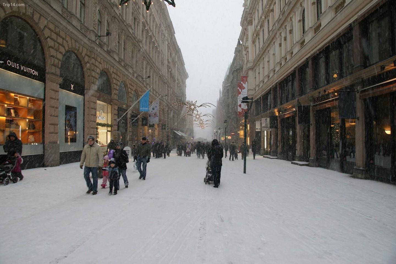 Phố Giáng sinh ngập tuyết trắng ở Helsinki