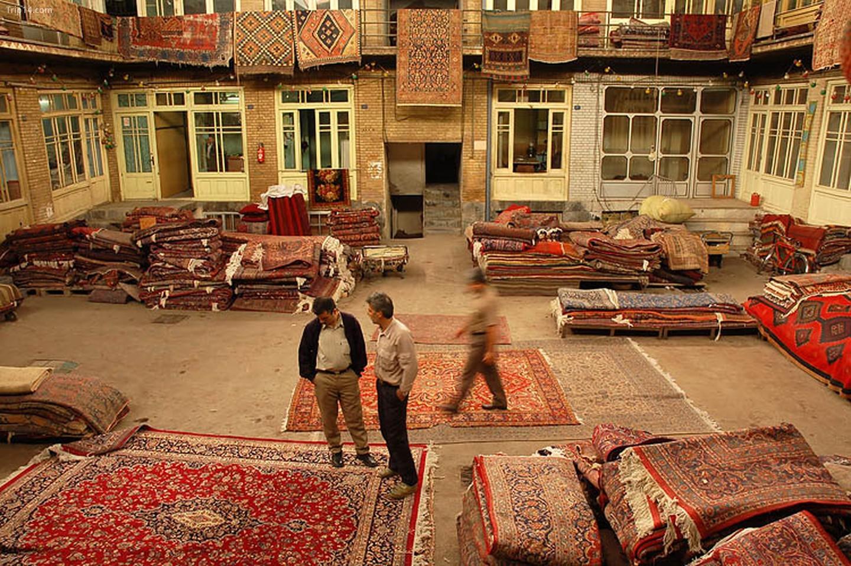 Cửa hàng thảm ở Tehran's Grand Bazaar   |