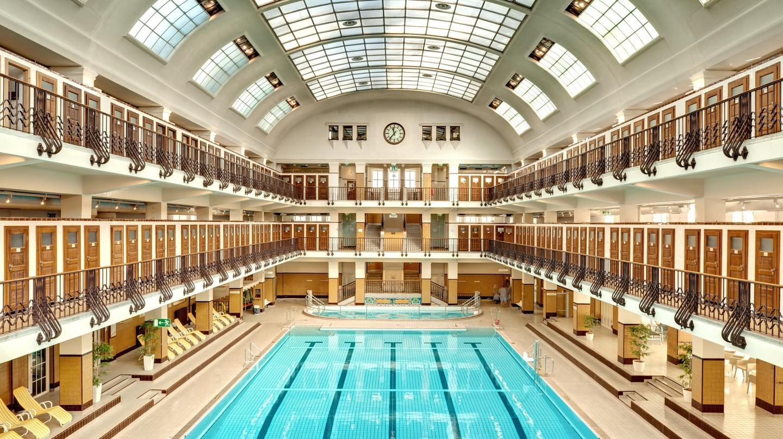 Amalienbad của Vienna ban đầu được thiết kế để nâng cao cuộc sống của người dân thường bằng cách cung cấp nơi tắm rửa và vệ sinh