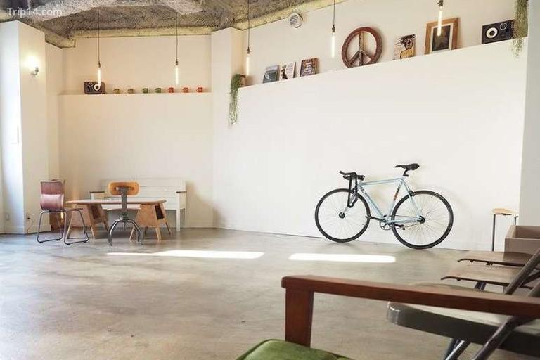 Almond Hostel & Café Shibuya nằm ở trung tâm yên bình của Yoyogi Hachiman - Trip14.com