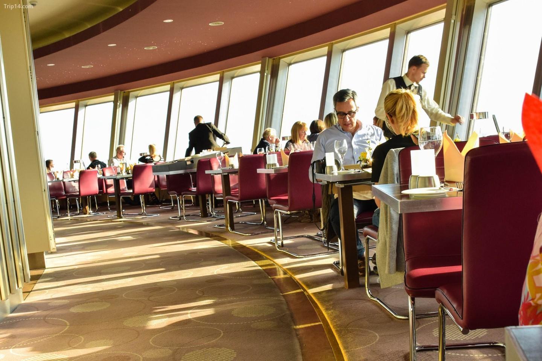Nhà hàng Sphere ở tháp truyền hình Berlin