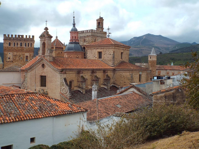Tu viện Hoàng gia Guadalupe là một trong sáu địa điểm Unesco của Extremadura.   |