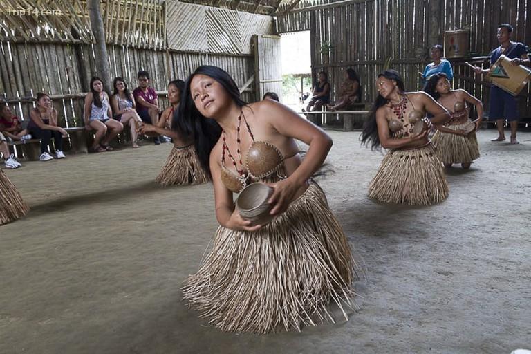 Điệu múa truyền thống của bộ lạc Amazon