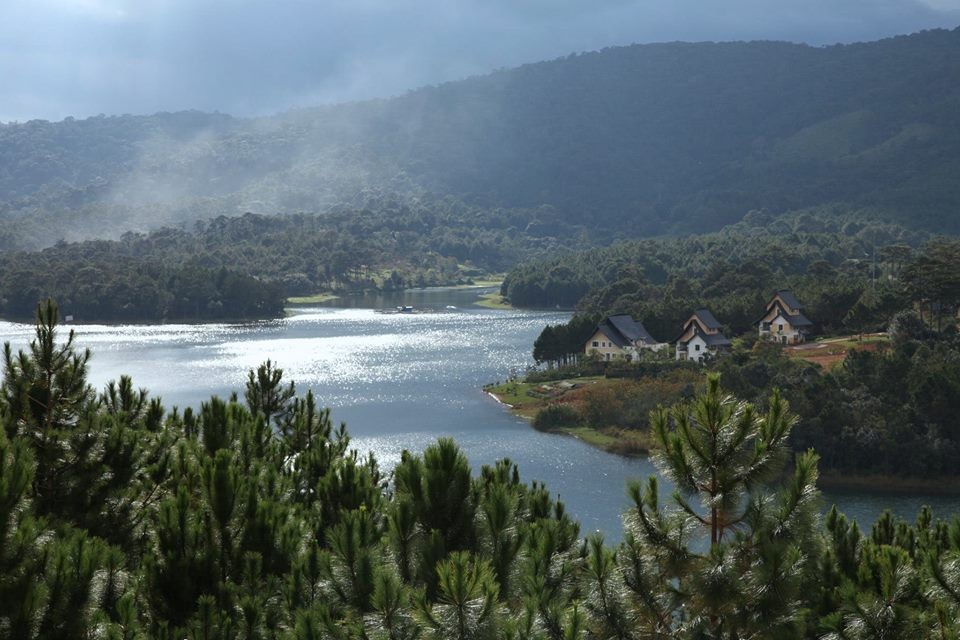 Vẻ đẹp ngạt thở nhìn từ Dalat Edensee về phía hồ Tuyền Lâm - Vẻ đẹp ngạt thở nhìn từ Dalat Edensee về phía hồ Tuyền Lâm - Khám phá hồ Tuyền Lâm ở Đà Lạt - Ảnh 1