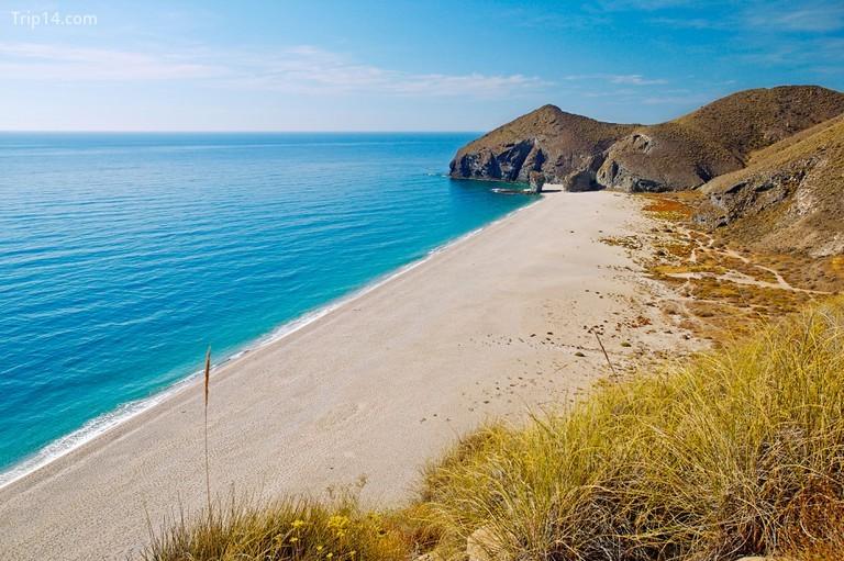 Một số bãi biển nổi tiếng nhất của Almeria nằm trong Công viên Tự nhiên Cabo de Gata