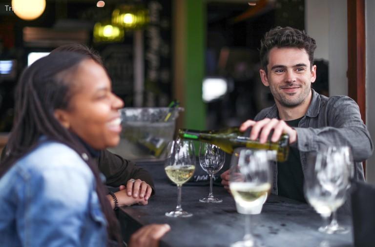 Hãy thử rượu vang từ các nhà sản xuất rượu vang hàng đầu của khu vực © Petri Oeschger / Getty Images