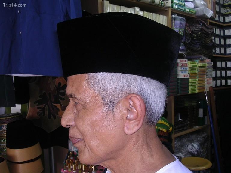 Không ai thực sự biết nguồn gốc chính xác của mũ songkok