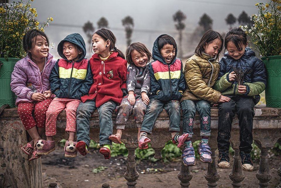 """Tác phẩm """"Miền bắc Việt Nam"""" của tác giả người Italy, Marco Tagliarino, chụp những đứa trẻ đang vui cười trong tiết trời giá rét"""
