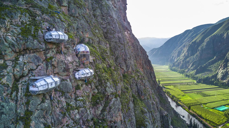 Qua đêm ở SkyLodge, bạn sẽ thức dậy và thấy mình lơ lửng giữa vách núi