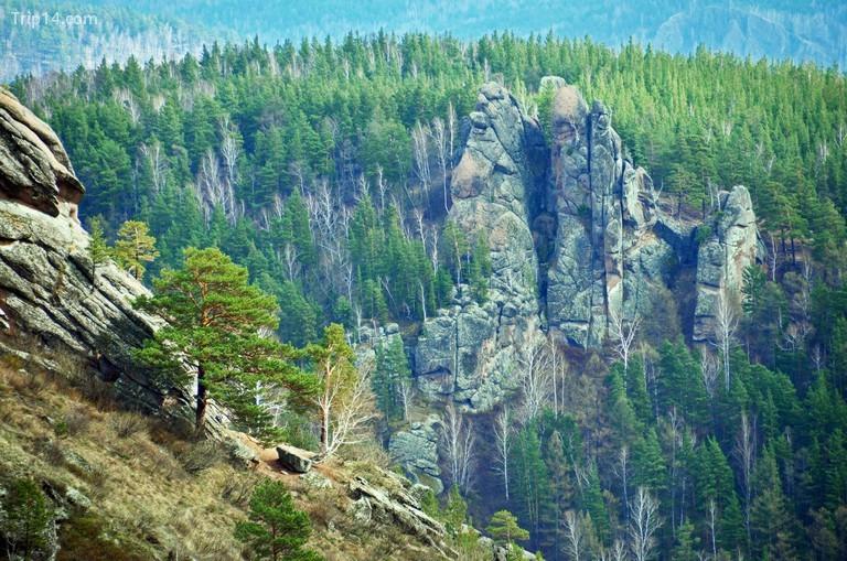Mỏm đá ở Stolby Nature Sanctuary, Krasnoyarsk, Siberia, Nga